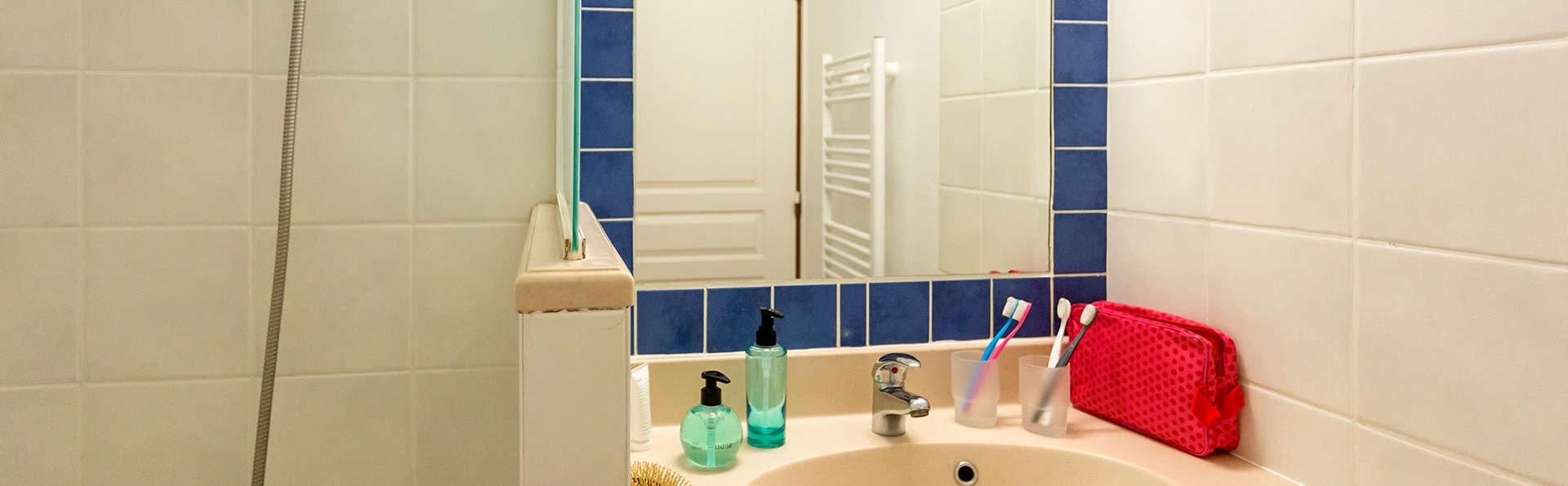 Pierre Et Vacances Bleu Marine - Edit_Bathroom2.jpg