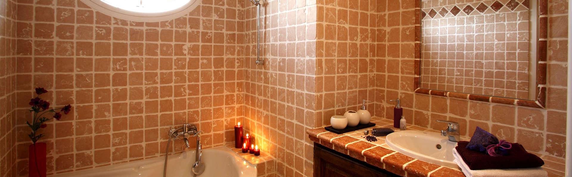 Pierre et Vacances Hôtel du Golf - Pont Royal - Edit_Bathroom.jpg