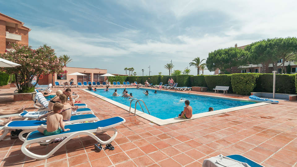 Pierre & Vacances Comarruga - Edit_Pool.jpg