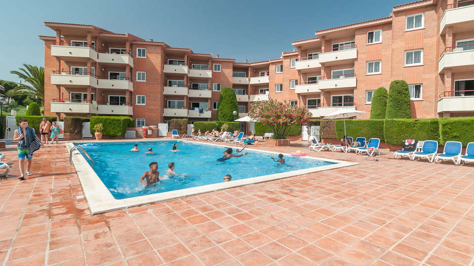 Pierre & Vacances Comarruga - Edit_Pool2.jpg