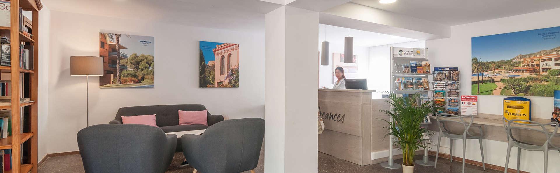 Pierre & Vacances Comarruga - Edit_Reception.jpg