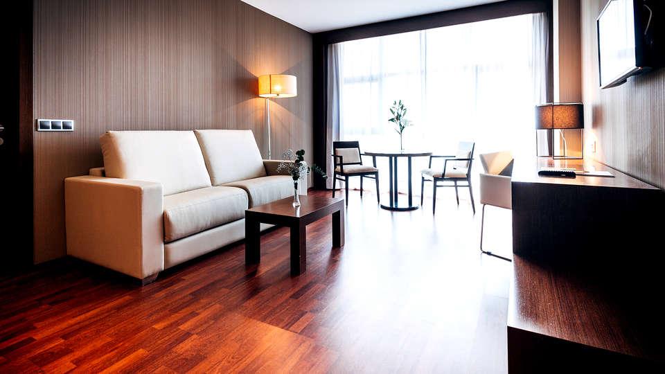 Valencia Congress Hotel & Spa - Edit_Room5.jpg