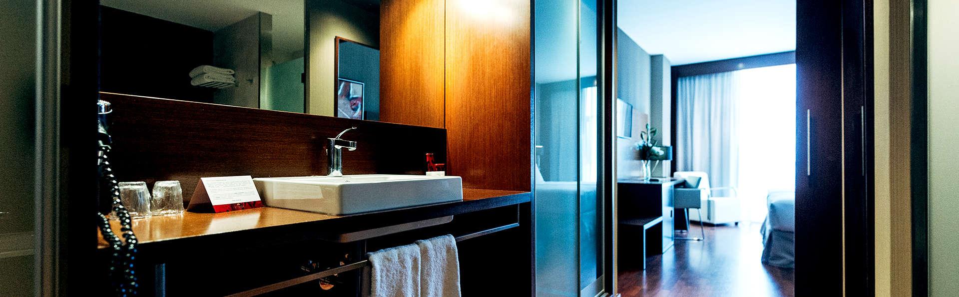Valencia Congress Hotel - Edit_Bathroom.jpg