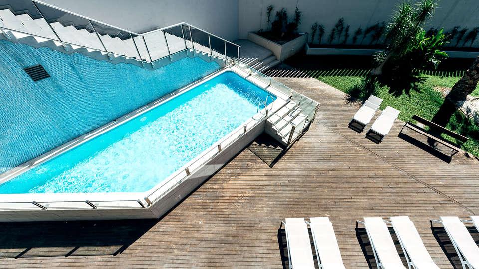 Valencia Congress Hotel & Spa - Edit_Pool2.jpg