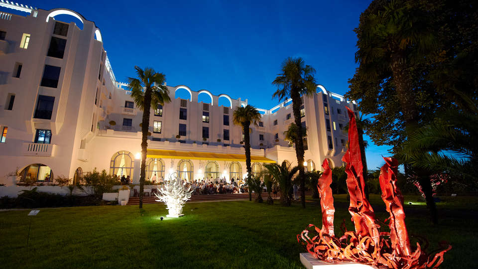 Hotel & Spa Vacances Bleues Le Splendid - Edit_Front.jpg