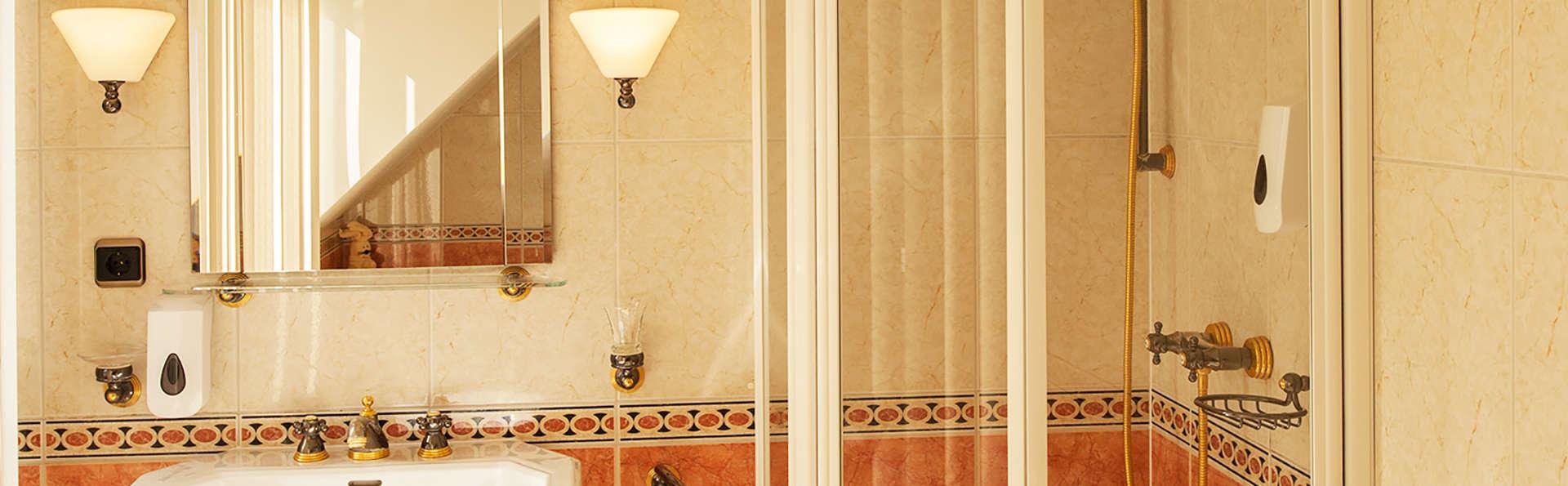 Hotel de Loenermark - Edit_Bathroom.jpg