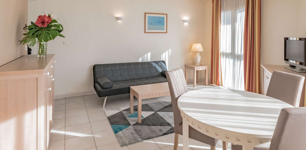 Excelsuites r sidence h teli re 4 cannes france for Residence hoteliere madrid