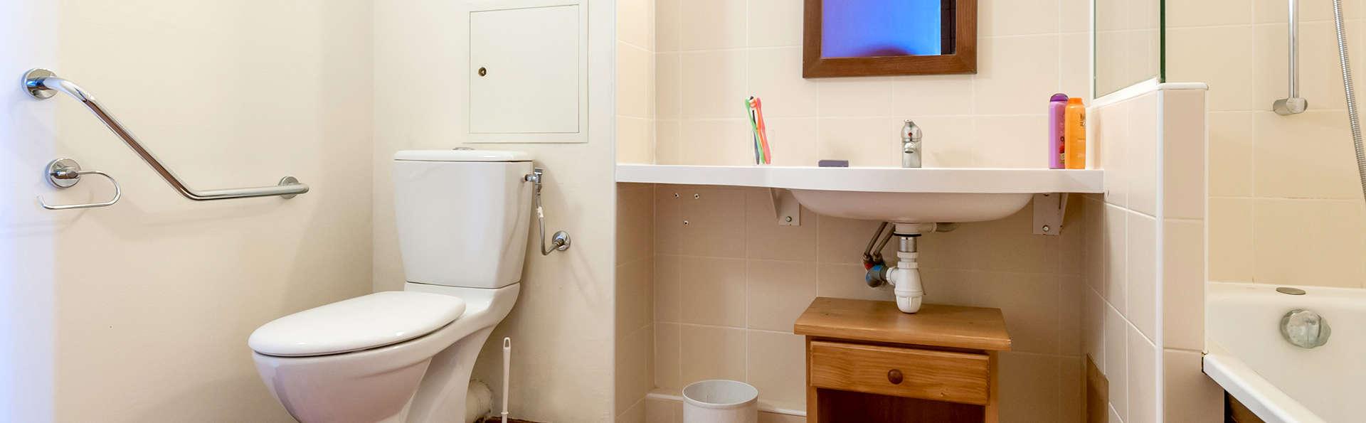 Pierre et Vacances Le Belmont - Edit_Bathroom2.jpg