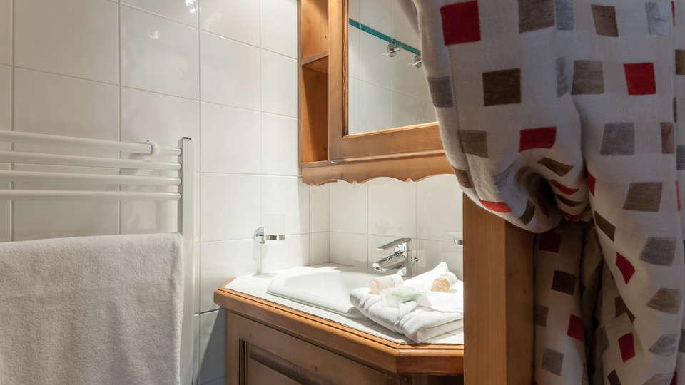 Pierre & Vacances Premium Résidence les Fermes du Soleil - Edit_Bathroom.jpg