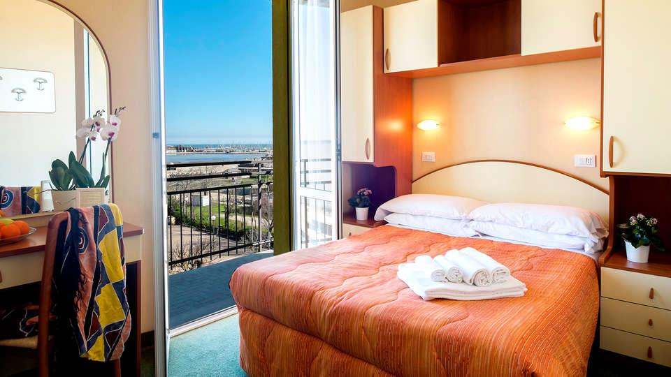 Hotel Crosal - Edit_Room3.jpg