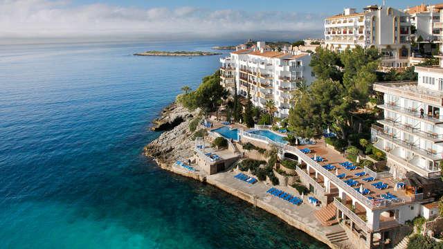 Escapade romantique avec vue sur la mer dans un 4* à Illetas, Majorque