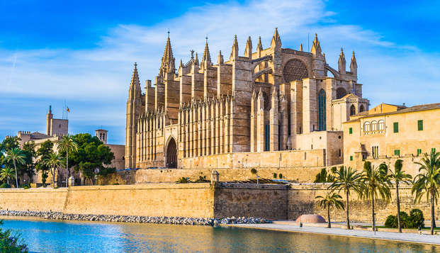 Descubre las maravillas de Illetas, Mallorca en un 4* con vistas al mar