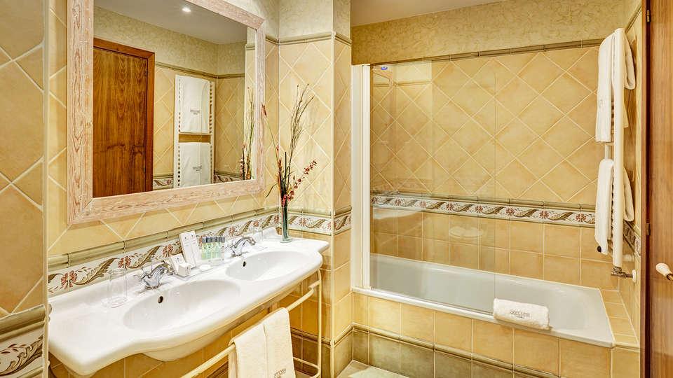 Hotel Sercotel Villa de Laguardia - Edit_Bathroom2.jpg