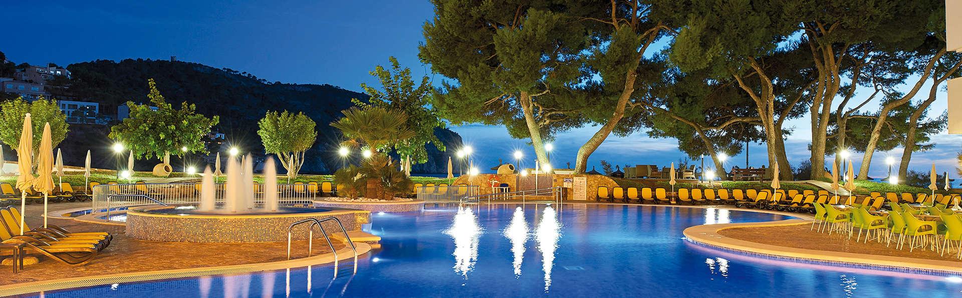 Escápate en un hotel 4* con desayuno incluido en Camp de Mar, Mallorca