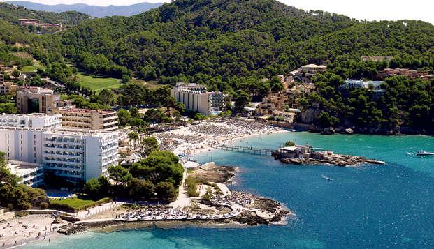 Escapada en Hotel 4* en media pensión ubicado en Camp de Mar, Mallorca