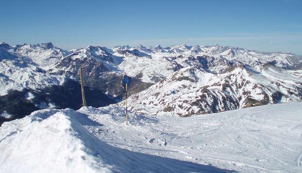 Disfruta de la alta montaña en un bonito hotel en Formigal con media pensión