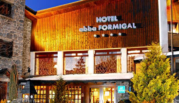 Offre exclusive : Découvrez le cœur de la vallée de Tena avec un dîner dans un magnifique hôtel 4*