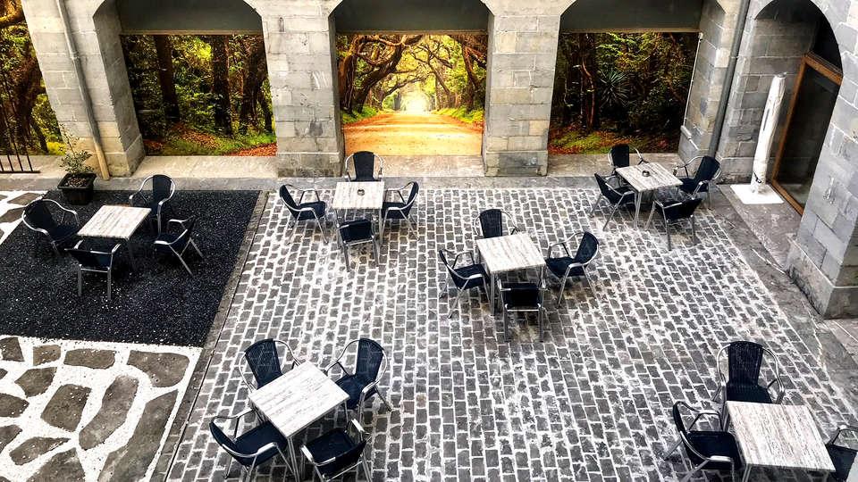 Hotel Balneario Orduña Plaza - Edit_Terrace.jpg