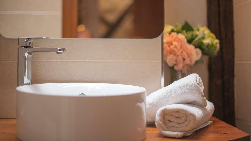 Hotel Abad Toledo - Edit_Bathroom7.jpg