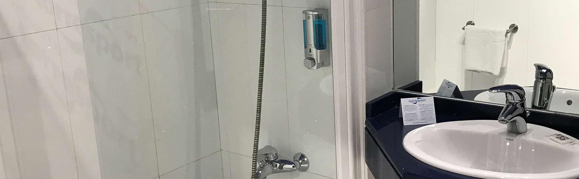 Hotel Torresport Spa - EDIT_NEW_Bathroom.jpg