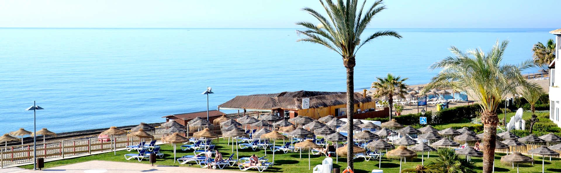 Vacaciones en primera línea de mar en un hotel 4* con media pensión incluida