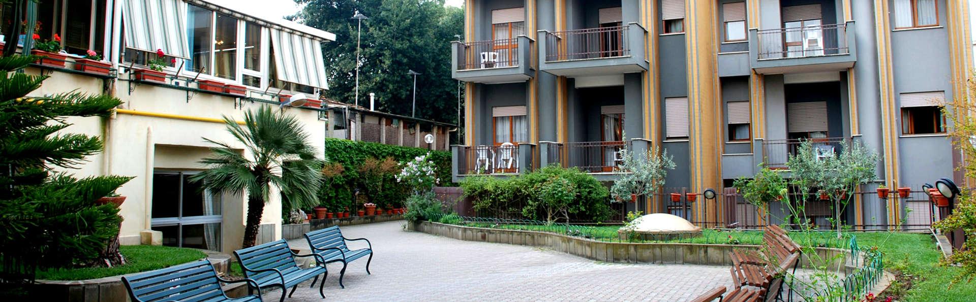 Hotel Casa Tra Noi - Edit_Front3.jpg