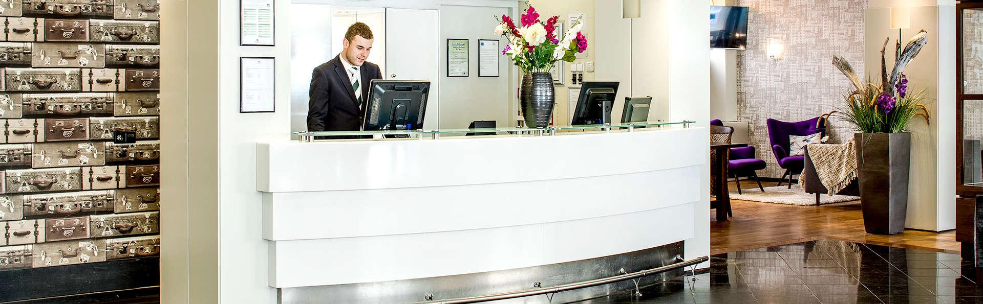 Savoy Hotel Rotterdam - Edit_Reception.jpg
