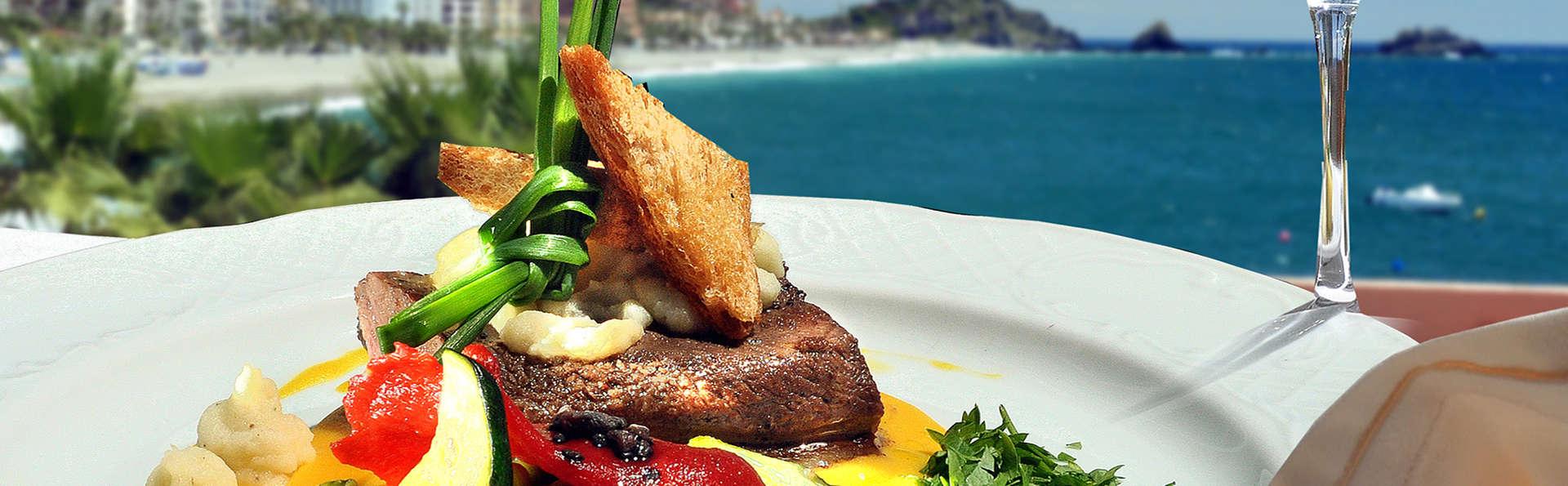 Escapada en Almuñécar con cena y cóctel de bienvenida en primera línea de mar
