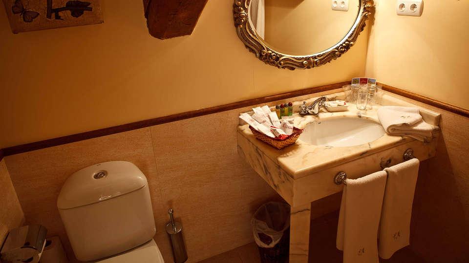 Palacio Azcárate Hotel - Edit_Bathroom.jpg
