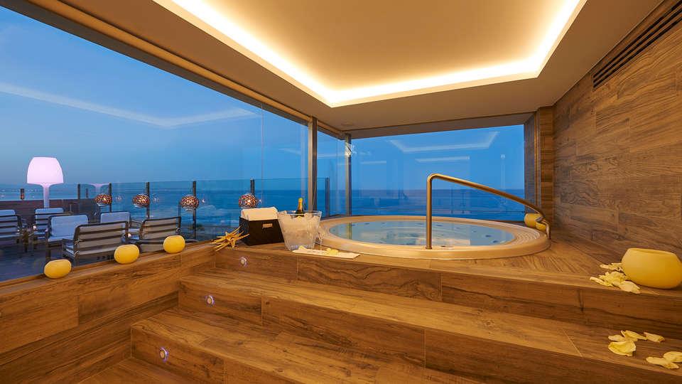 Hotel Meridional - EDIT_NEW_Jacuzzi.jpg