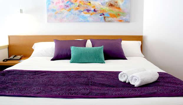 Escapada de lujo en Suite Junior: increíbles vistas y media pensión en Torremolinos, Costa del Sol