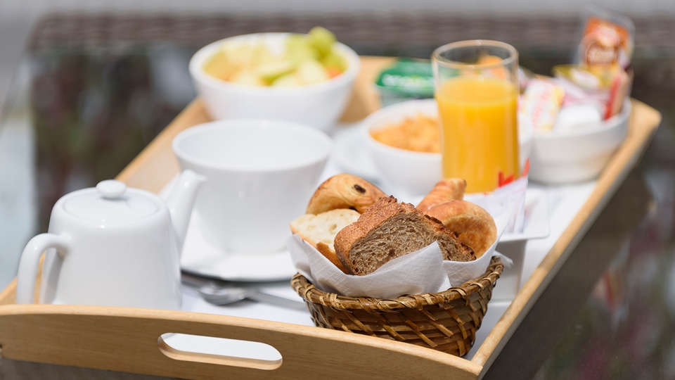 Best Western Astoria - Edit_Breakfast.jpg