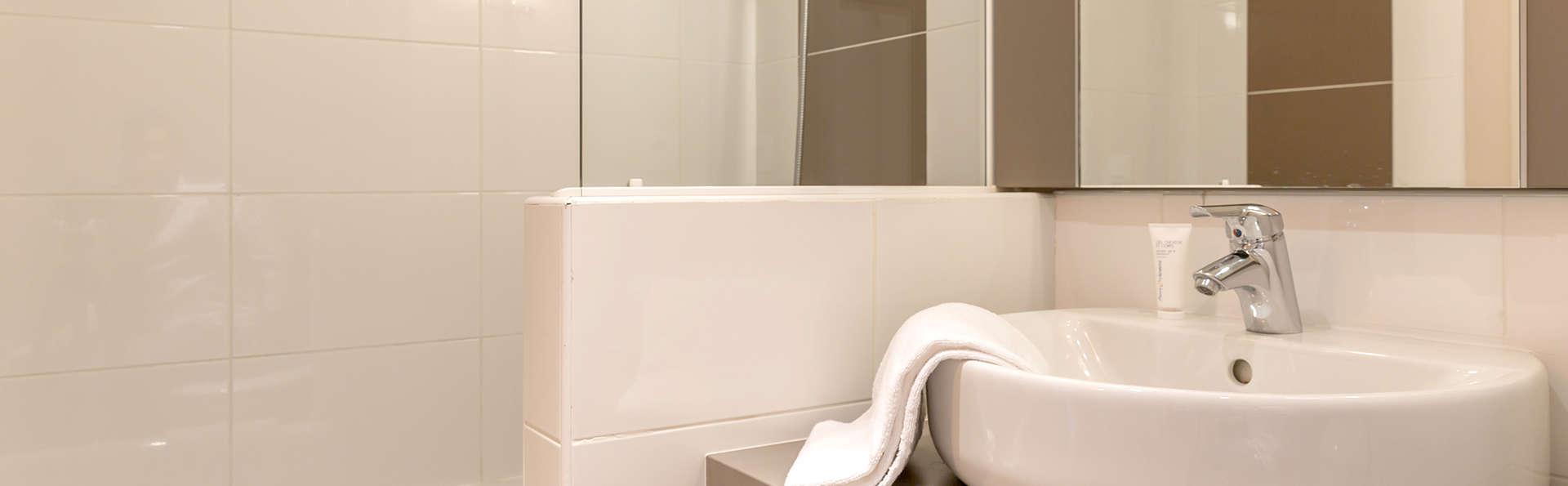 Pierre et Vacances Le Chant des Oiseaux - Edit_Bathroom.jpg