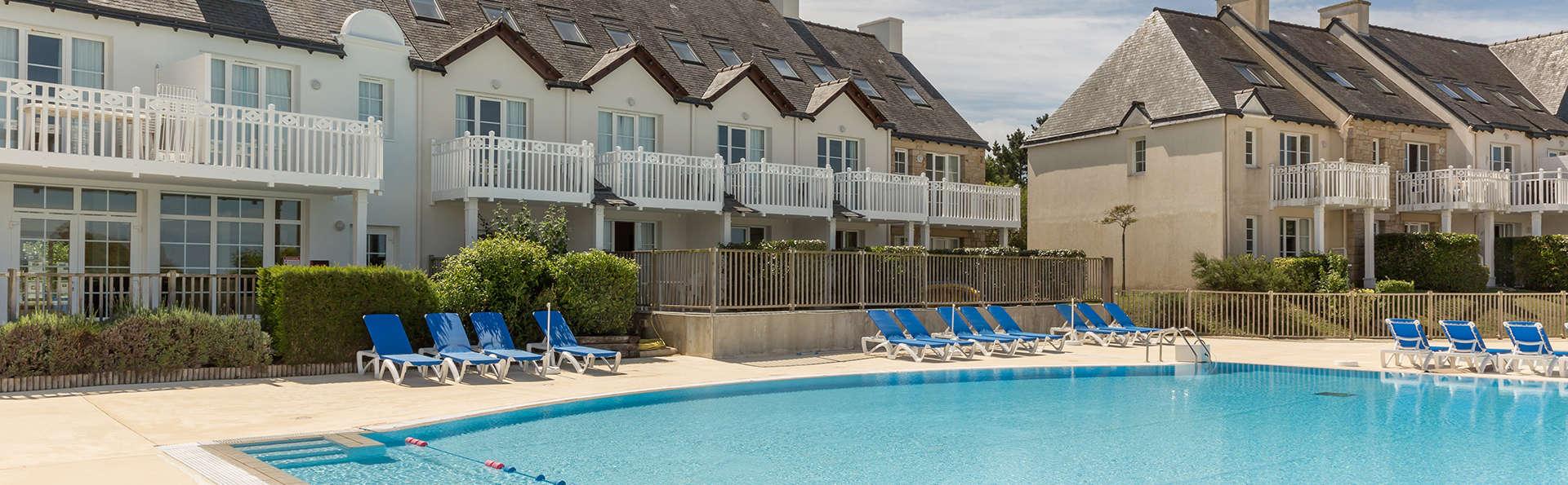 Pierre et Vacances Village Port du Crouesty - Edit_Pool.jpg