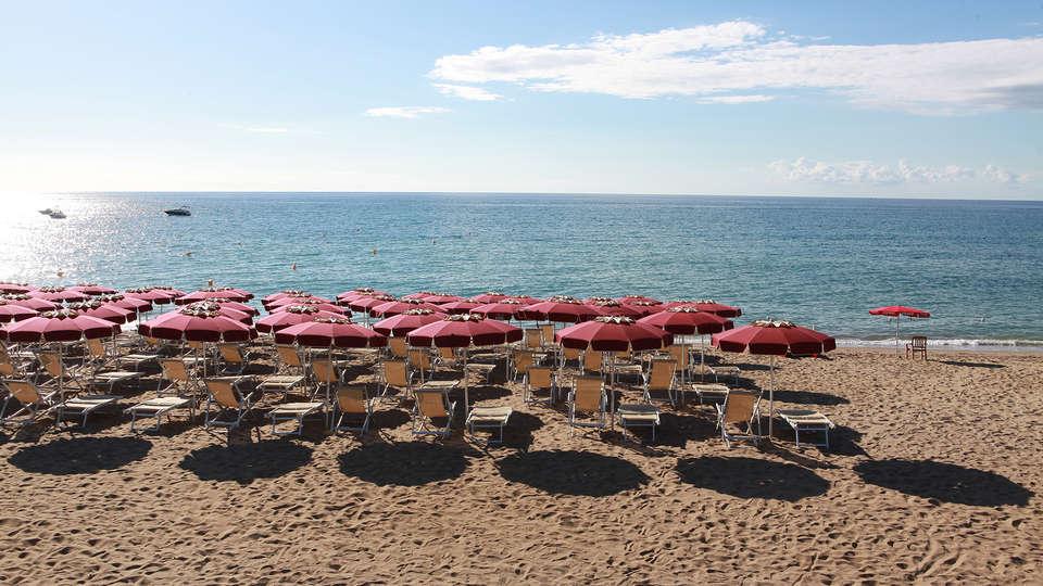 Club Esse Sunbeach - Edit_Beach3.jpg