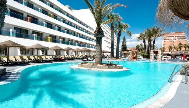 Vacaciones en familia, con todo incluido y en primera línea de playa de Roquetas de Mar (Almería)