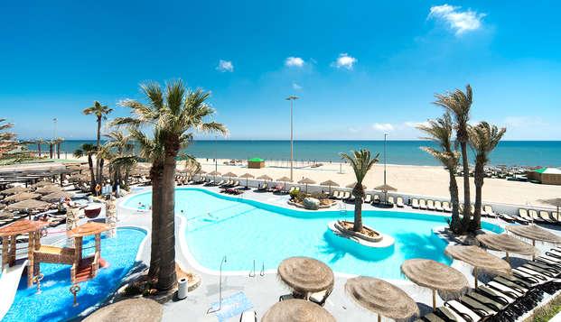 Escápate a Roquetas de Mar en media pensión y en primera línea de playa
