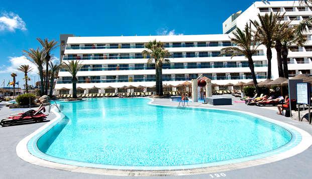 Escapada familiar en media pensión en un Hotel 4* en Roquetas de Mar