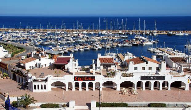 ¡Disfruta de unas merecidas vacaciones en Roquetas de Mar con todo incluido!