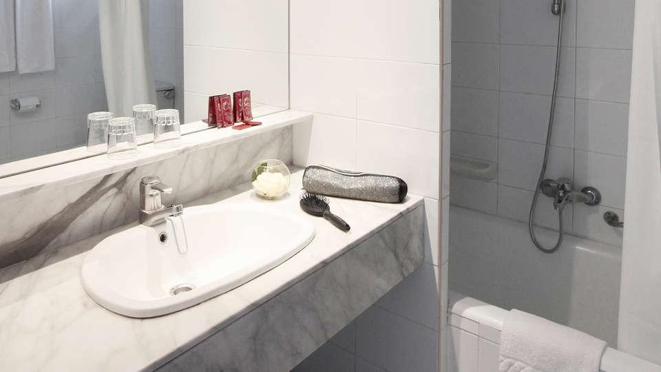 Prestige Goya Park - EDIT_NEW_Bathroom2.jpg