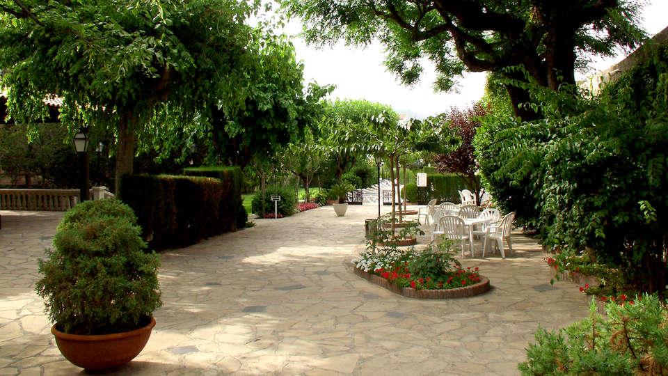 RVHotels Balneari Broquetas - Edit_Garden.jpg