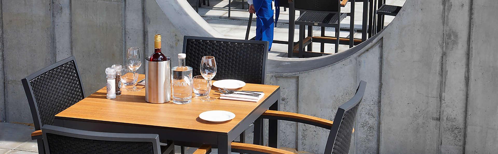 Hotel Casa Amsterdam - Edit_terrace.jpg