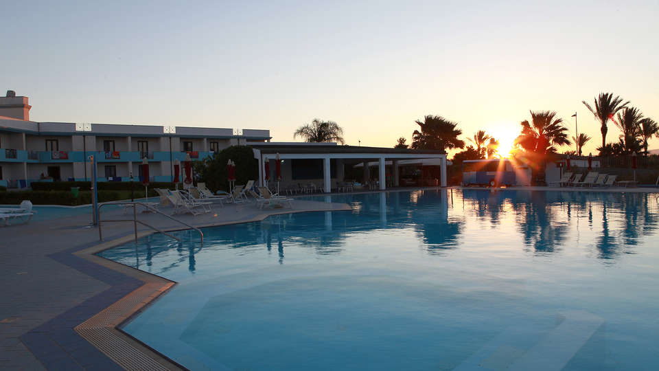 Club Esse Selinunte Beach - Edit_Pool.jpg