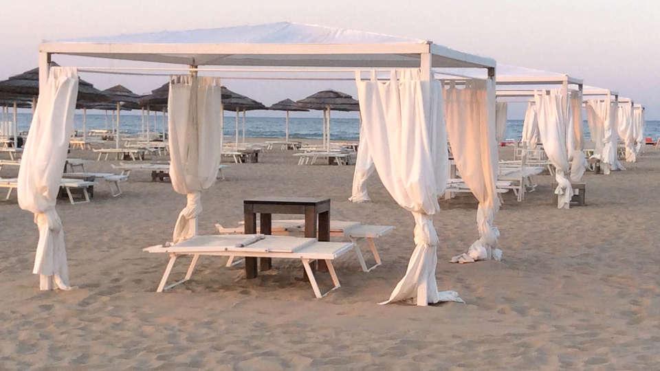 duoMo Hotel - EDIT_NEW_Beach2.jpg