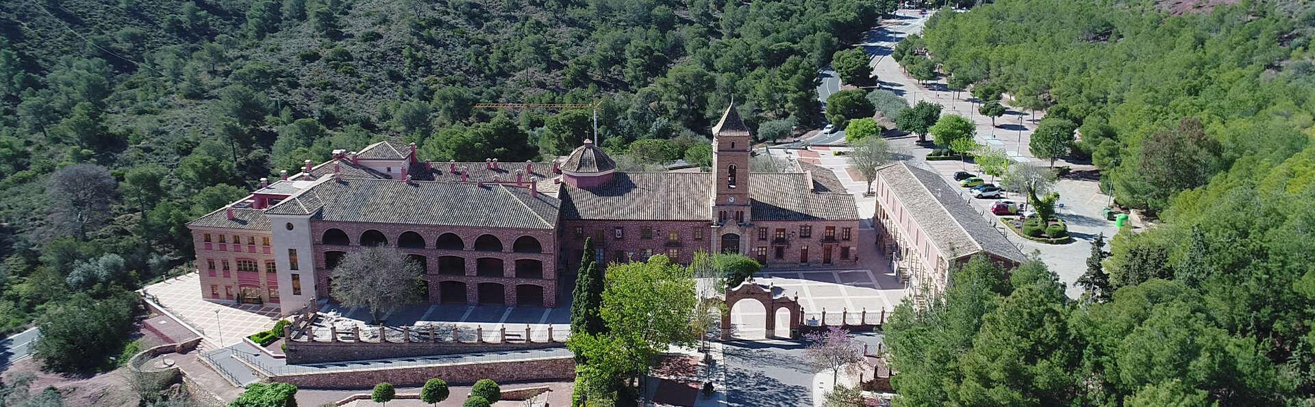 Escapada con Cena y copa de bienvenida en un antiguo monasterio del siglo XVI en Totana
