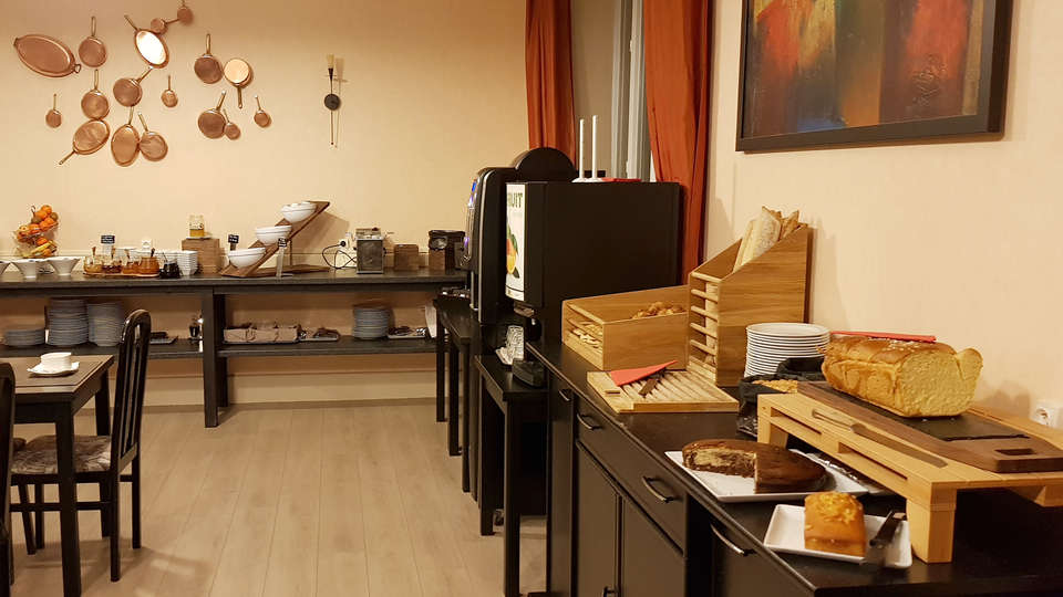 Hôtel Le Castelet - Edit_Buffet.jpg