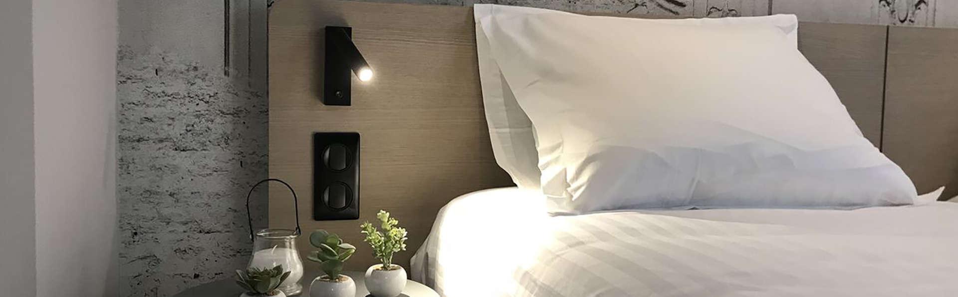 Némea - Résidence Cannes Palais Appart'Hotel - Edit_Room.jpg