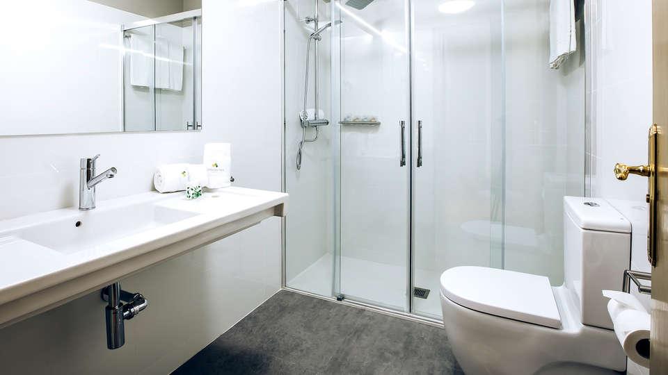 Hotel Urdanibia Park - Edit_Bathroom2.jpg