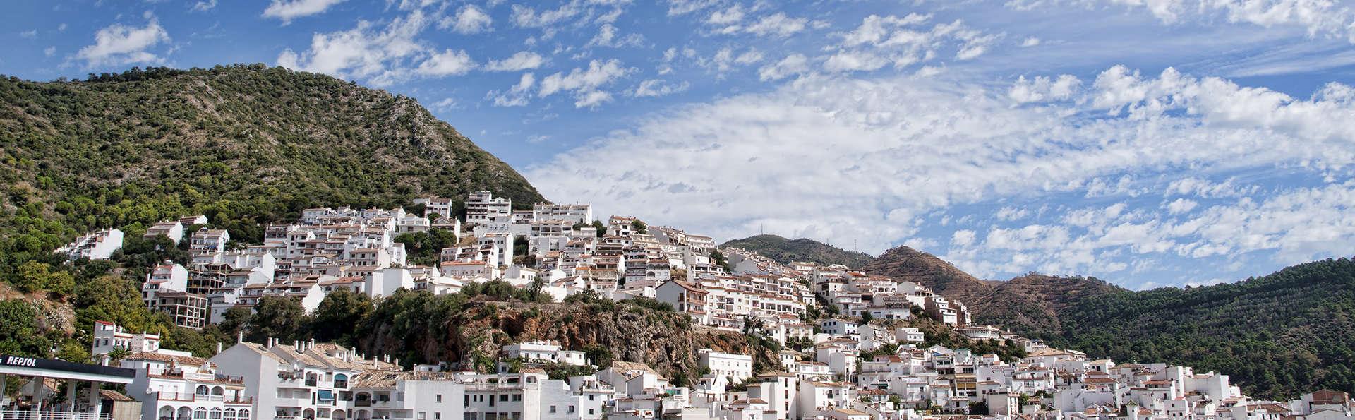 Romanticismo en las colinas de Ojén con spa, cava y vistas al mar