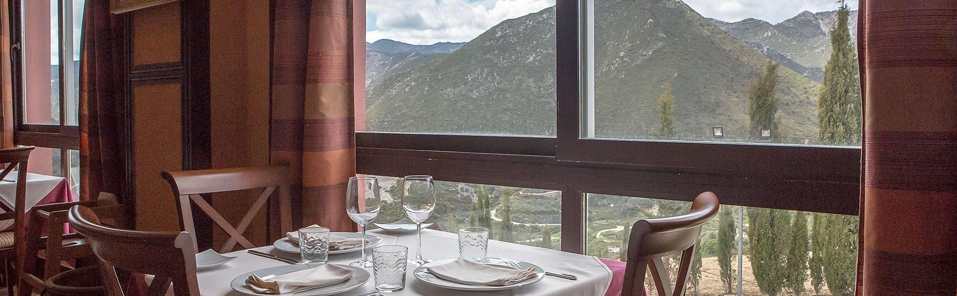 Escapade à Ojén avec dîner, spa et une vue magnifique sur la Sierra de las Nieves